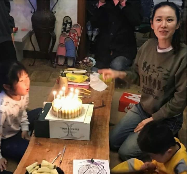 Son Ye Jin was praised by netizens for being a good wife and mother in the future once a series of photos of her as a mother were shared on social media! 3