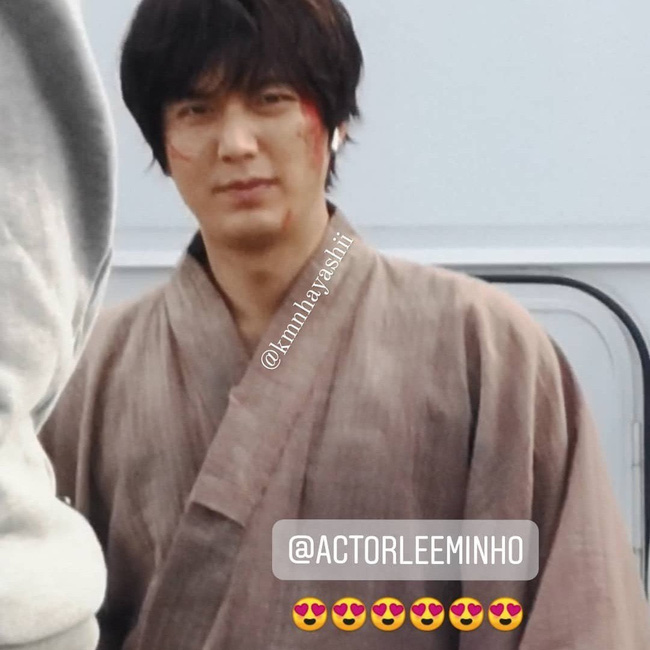 Lee Min Ho causes fear with a blood-stained face, messy hair at the set of the upcoming movie.