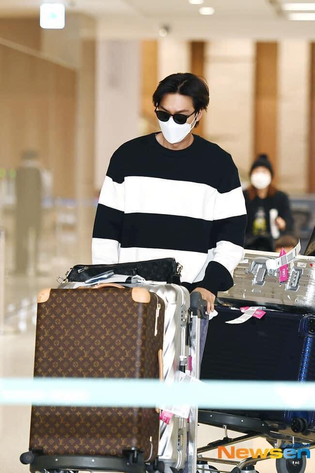 HOT- Lee Min Ho Spotted At Incheon International Airport , Returning To Korea from Vancouver Canada . 2