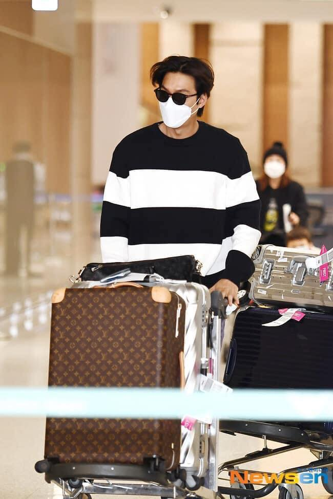 HOT- Lee Min Ho Spotted At Incheon International Airport , Returning To Korea from Vancouver Canada . 3