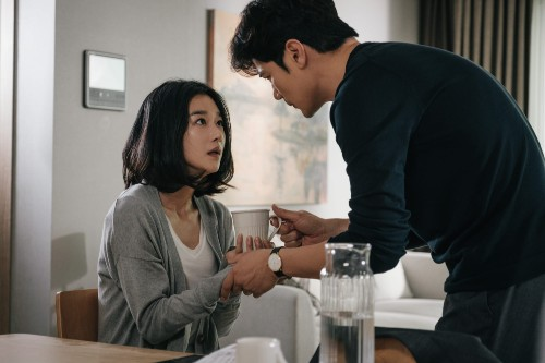 Seo Ye Ji and 'her husband' Kim Kang Woo show us fear with 'Recalled' photos. 1