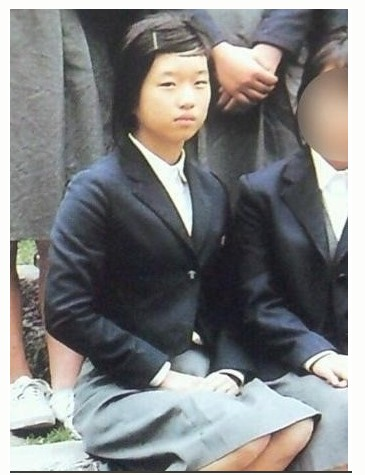 Korean media uncovered evidence of Seo Ye Ji's plastic surgery from her childhood worship photos! 1