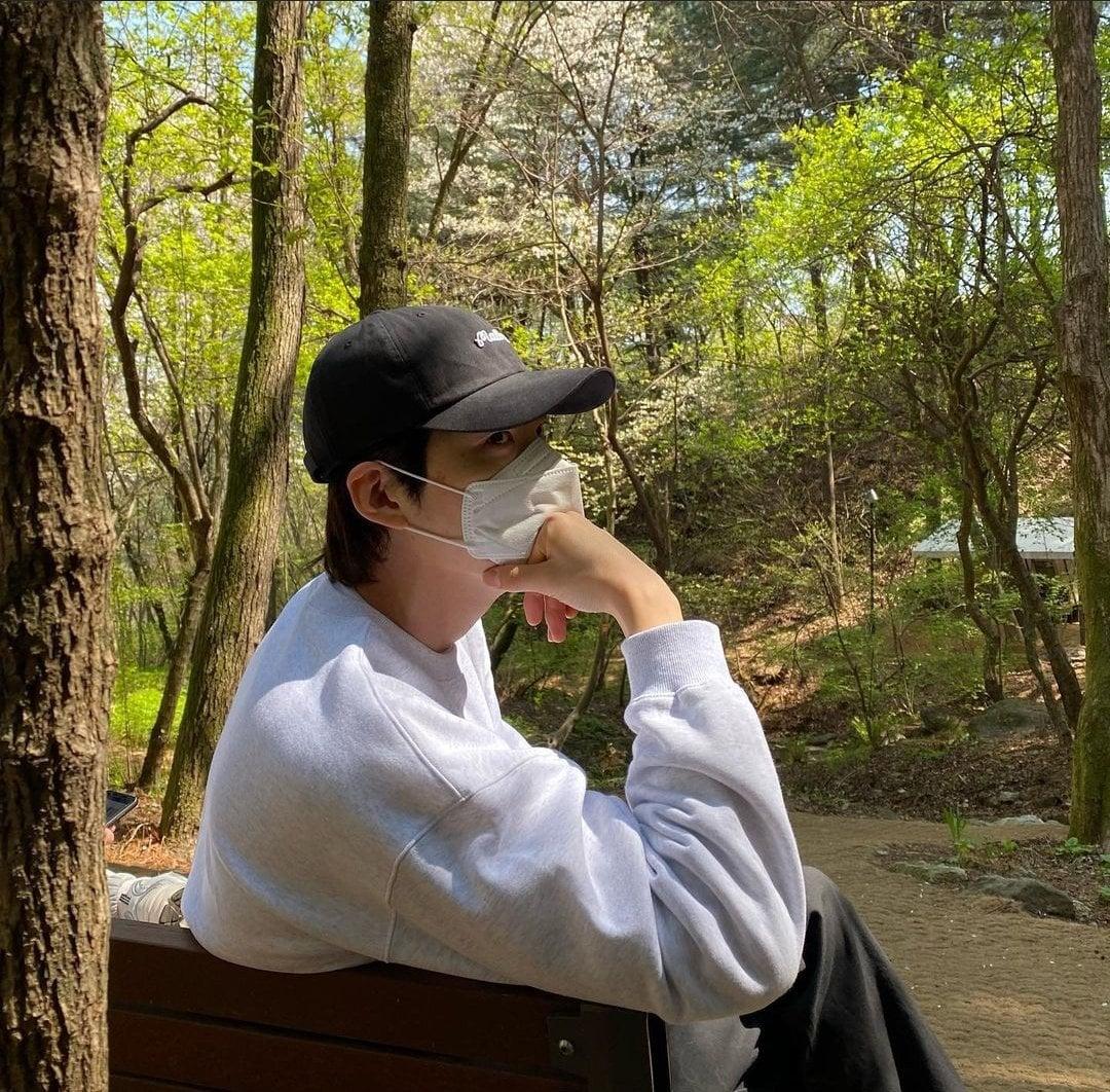HOT - Kim Woo Bin and Shin Min Ah spotted secretly dating on the weekend. 1
