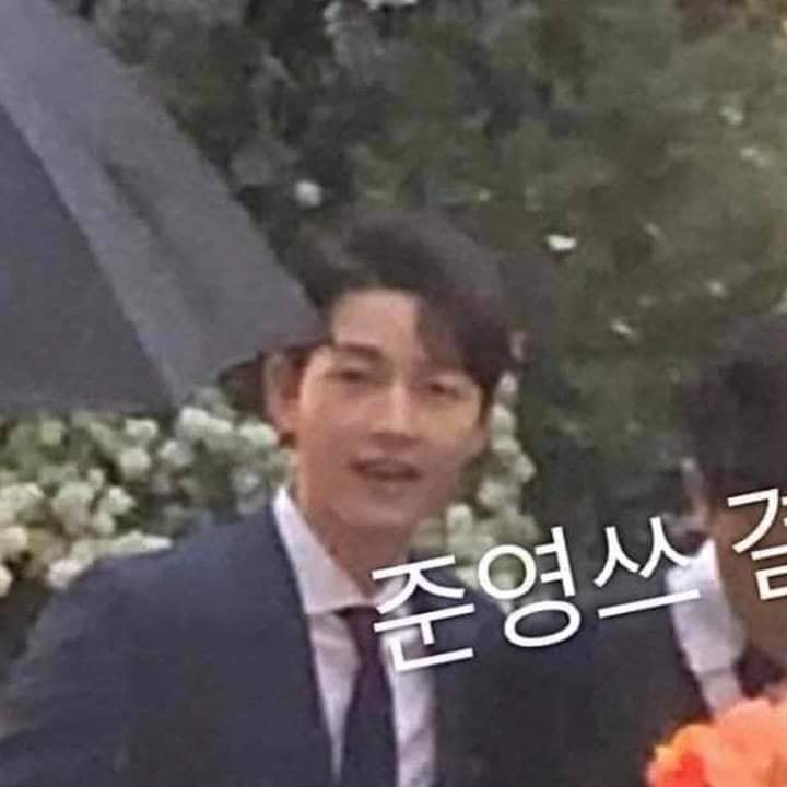 Song Joong Ki and Lee Kwang Soo attended their close friend Lee Michael's Wedding at The Shilla Seoul Hotel. 4