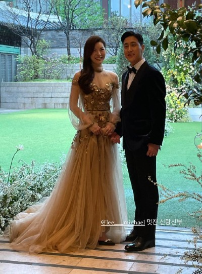 Song Joong Ki and Lee Kwang Soo attended their close friend Lee Michael's Wedding at The Shilla Seoul Hotel. 5