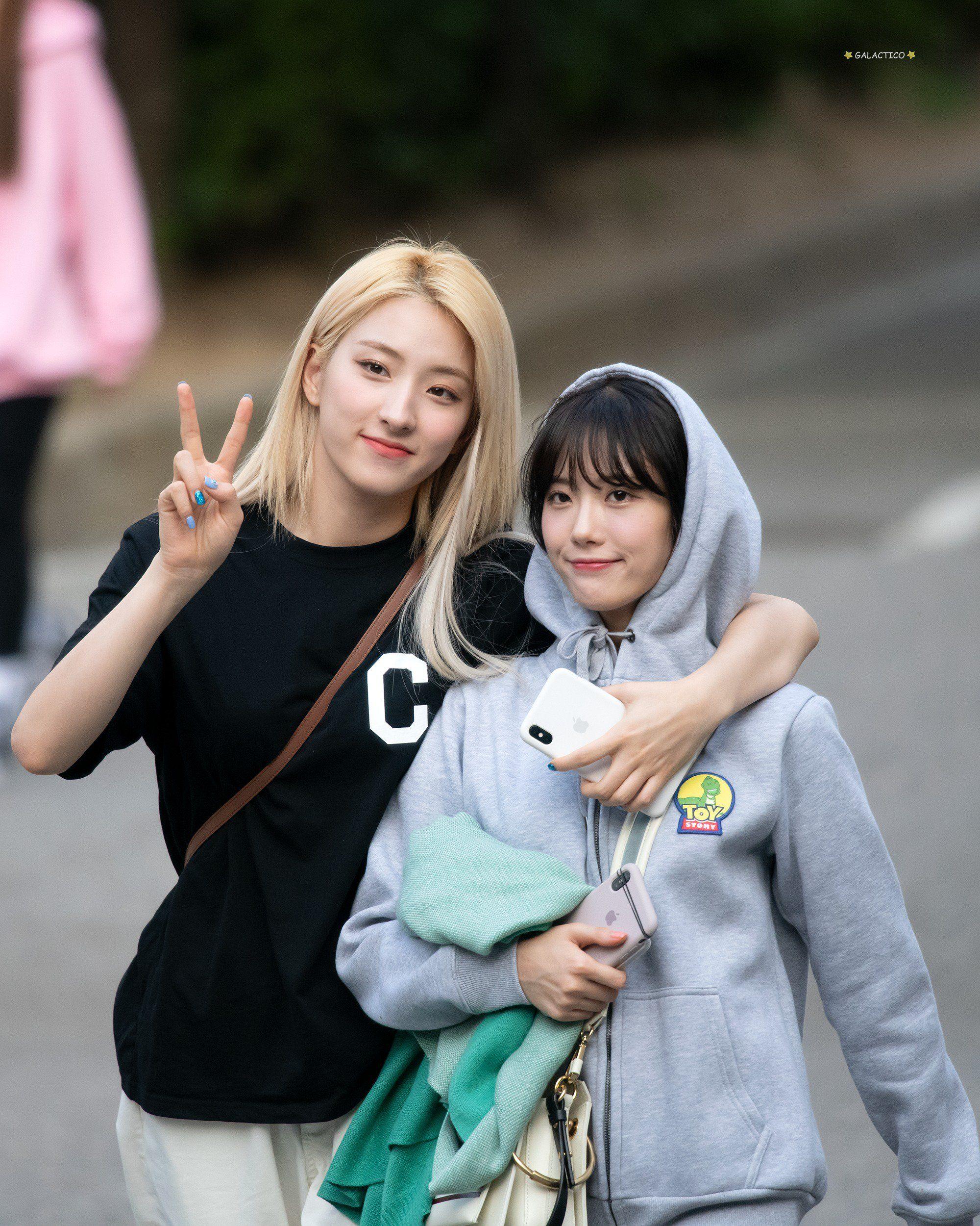 Cosmic Girls Luda and Eunseo
