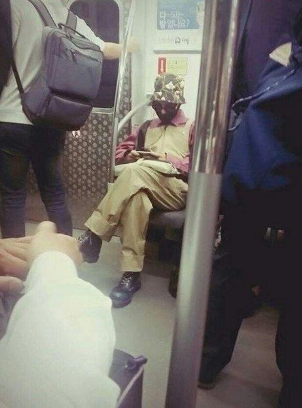 5 Korean celebrities still take the subway like ordinary citizens. 2