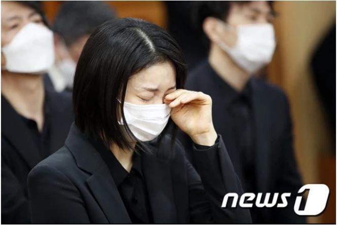 Kim Ok Bin at Lee Chun Yeon's funeral
