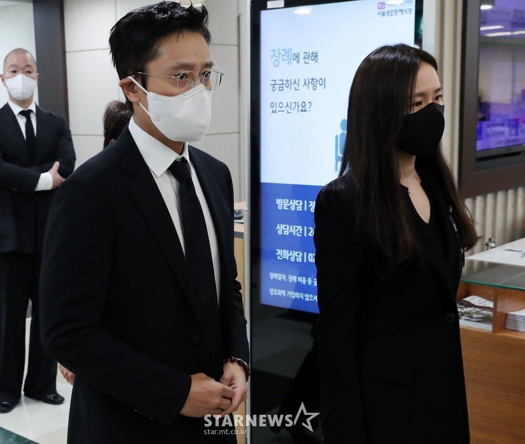 Breaking- Netizens tearfully bid farewell to Lee Chun Yeon, praising Son Ye Jin and Lee Byung Hun's attitude. 6