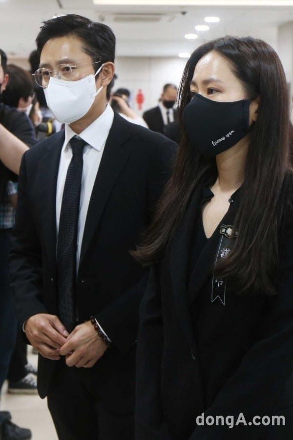 Breaking- Netizens tearfully bid farewell to Lee Chun Yeon, praising Son Ye Jin and Lee Byung Hun's attitude. 3