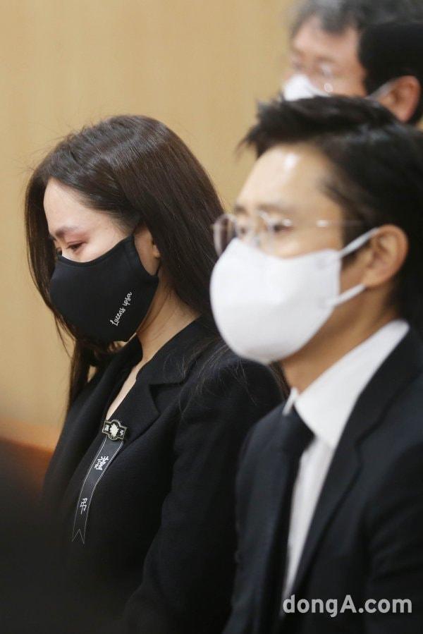 Breaking- Netizens tearfully bid farewell to Lee Chun Yeon, praising Son Ye Jin and Lee Byung Hun's attitude. 5