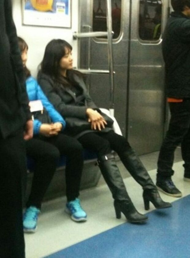 5 Korean celebrities still take the subway like ordinary citizens. 3