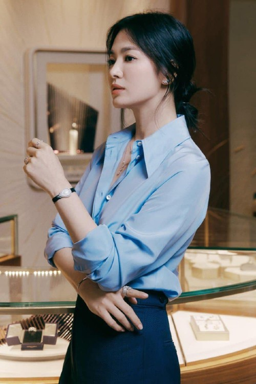 Song Hye Kyo made fans hold breath with her absolutely stunning beauty! 2