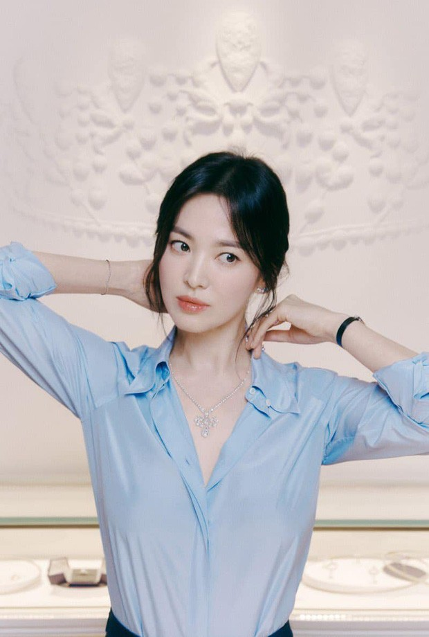 Song Hye Kyo made fans hold breath with her absolutely stunning beauty! 4