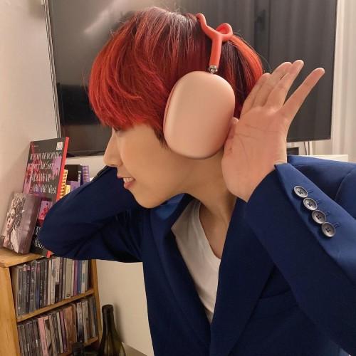 Song Joong Ki suddenly gave female MC JaeJae an Airpod Max that made everyone jealous. 1