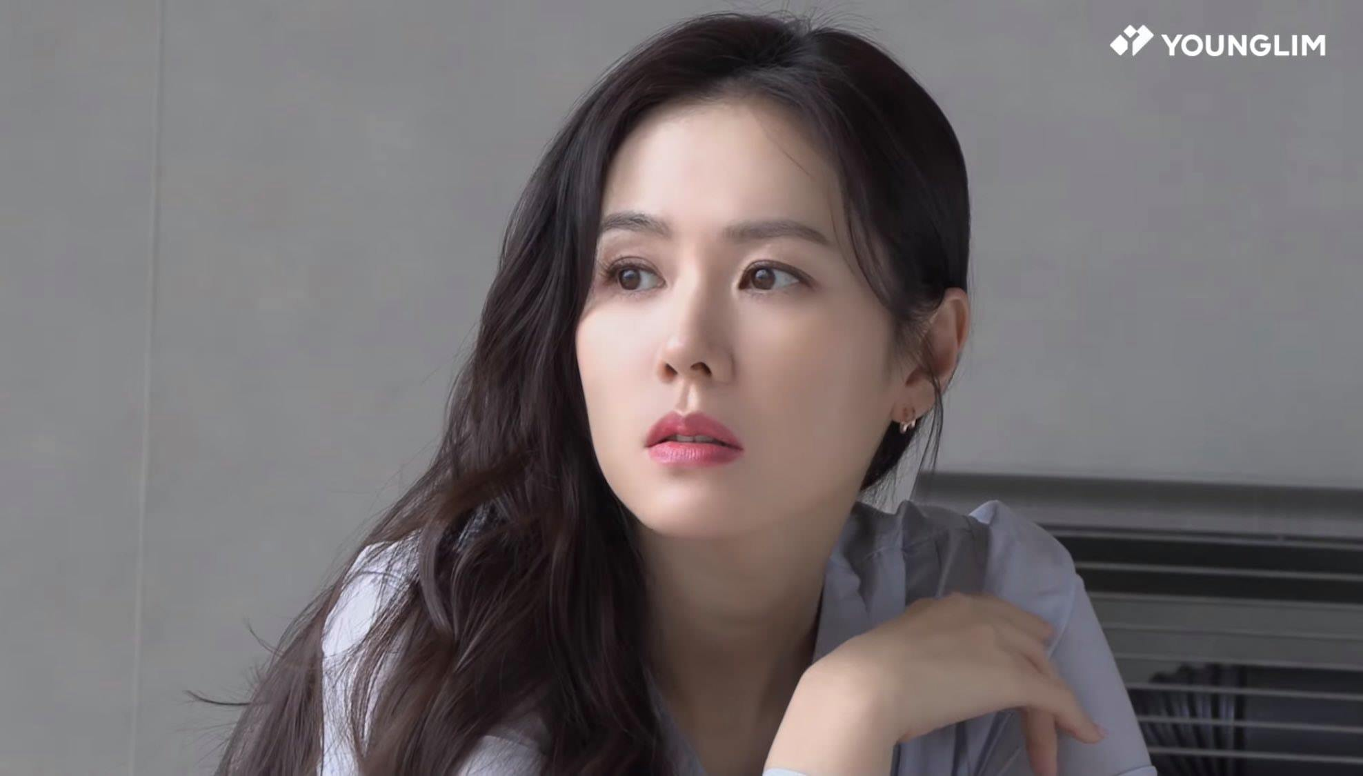 Over a year of dating, Hyun Bin has gained weight and Son Ye Jin has been praised for getting more and more beautiful! 1