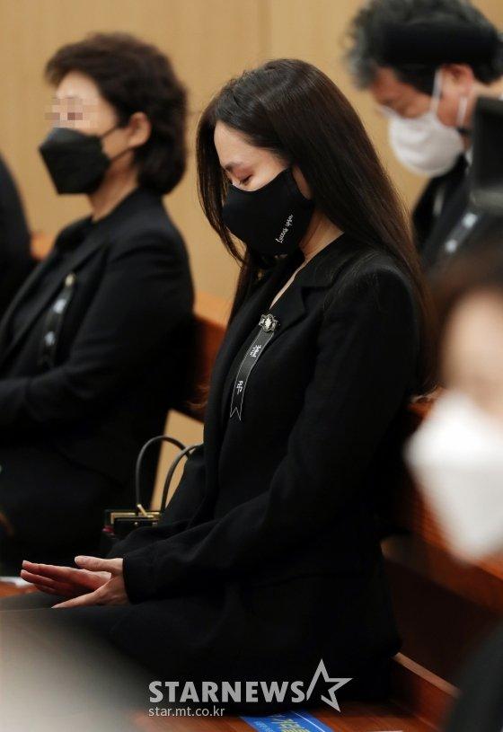 BREAKING- Son Ye Jin burst into tears, Lee Byung Hun and the powerful stars sadly said goodbye to Lee Chun Yeon! 3