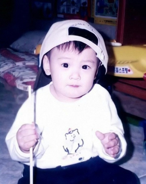 Rarely cute childhood photos of Cha Eun woo, Park Shin-hye, Song Hye-kyo And More... 1