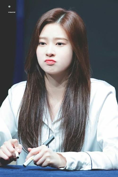 IZ*ONE's Minju