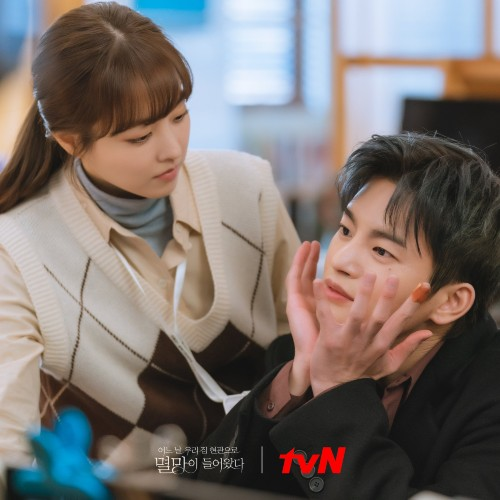 """Park Bo Young and Seo In Guk Show Love To Melt Fans Behind """"Doom At Your Service""""! 4"""