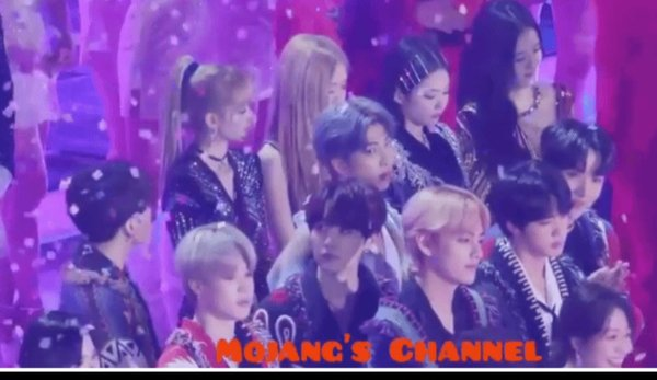 Korean netizens listed out a list of evidence of Jungkook and Rosé dating, causing a storm on the social network Nate Pann! 9