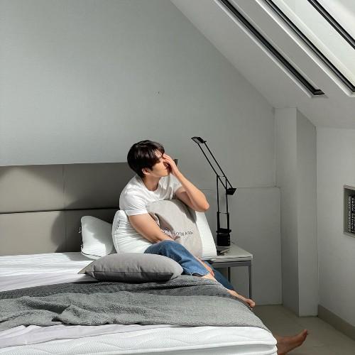 Kim Woo Bin Instagram updates his bedroom, netizens think he's showing off his wedding room!! 1