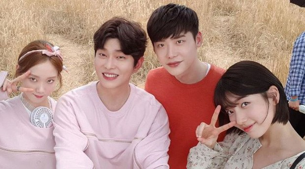 Revealing the 10-year close friendship of the couple Lee Jong Suk and Lee Sung Kyung, closer than a lover!! 7