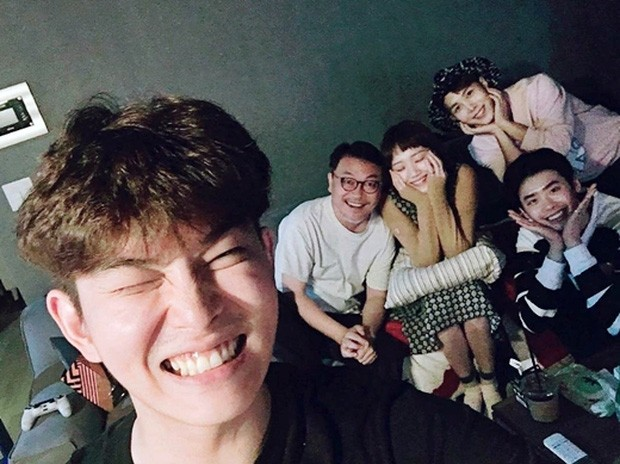Revealing the 10-year close friendship of the couple Lee Jong Suk and Lee Sung Kyung, closer than a lover!! 4