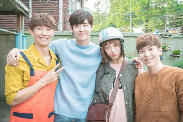 Revealing the 10-year close friendship of the couple Lee Jong Suk and Lee Sung Kyung, closer than a lover!! 6