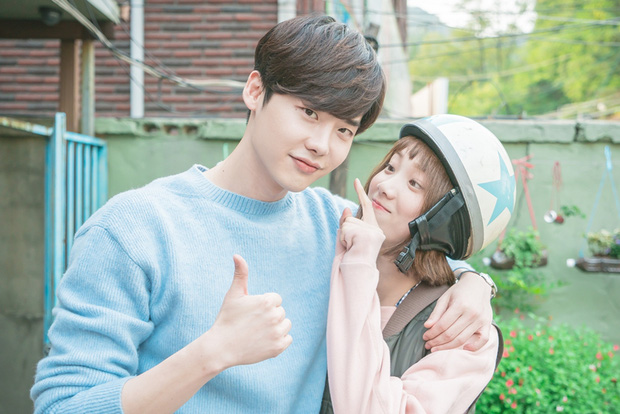 Revealing the 10-year close friendship of the couple Lee Jong Suk and Lee Sung Kyung, closer than a lover!! 1