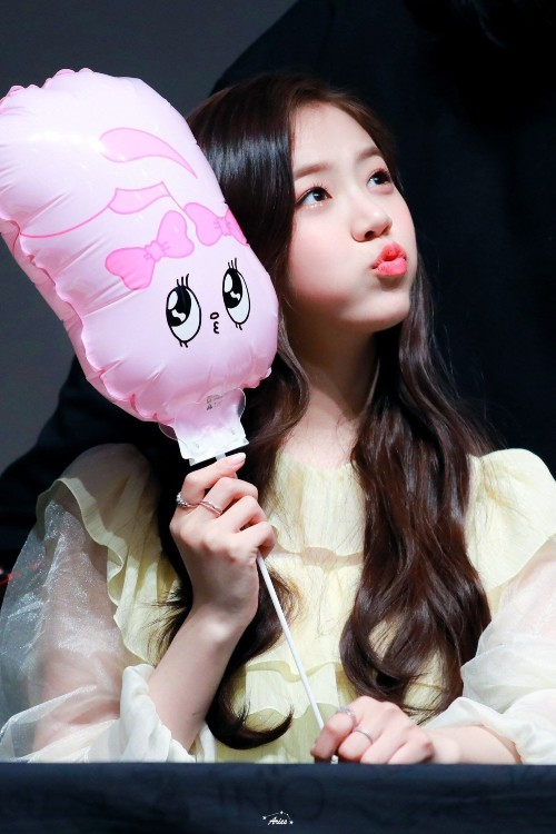 7 Female Idols Known For Their Ridiculously Cute Chubby Cheeks 6