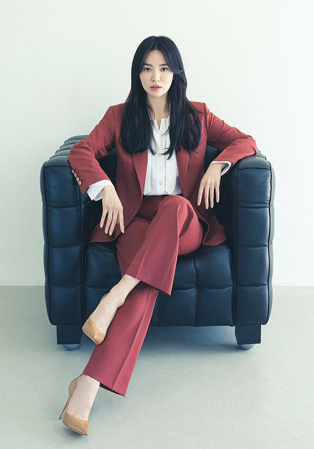 Song Hye Kyo caused a storm with her top-notch beauty, but on the day her ex-husband Song Joong Ki was involved in a scandal. 2