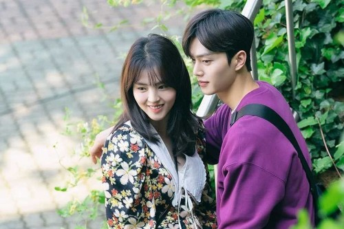 Song Kang and Han So Hee are dating? Song Kang and Han So Hee's off-screen chemistry is so natural, fans want them to date in real life!! 1