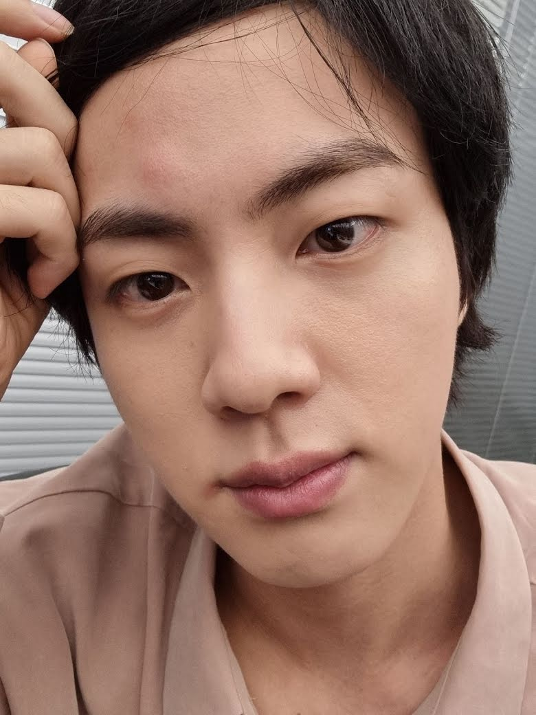 After a bump on his forehead, BTS's Jin reveals why he doesn't post selfies often anymore!! 1