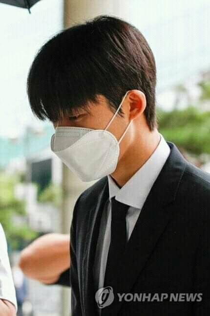 iKON BI bows his head in apologies and admits to all charges during the first illegal drug use court hearing and may face up to 3 years in prison! 3