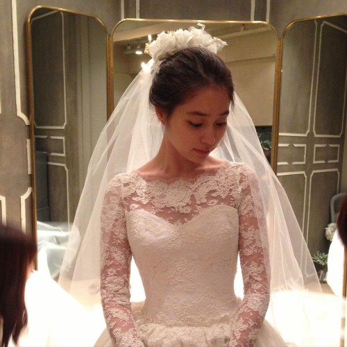 Posting beautiful wedding photos, Lee Min Jung and Lee Byung Hun celebrate their 8th wedding anniversary!! 2