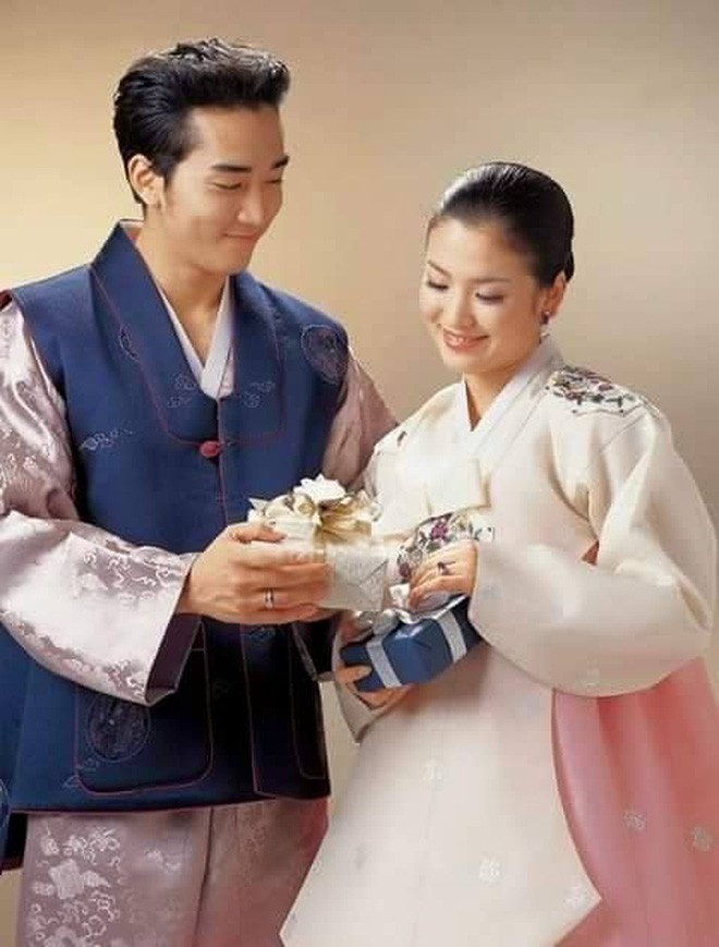 The reason why Song Hye kyo and Song Seung Heon broke up and the reason why fans now want the couple to date again and have 'Autumn in My Heart' season 2? 2