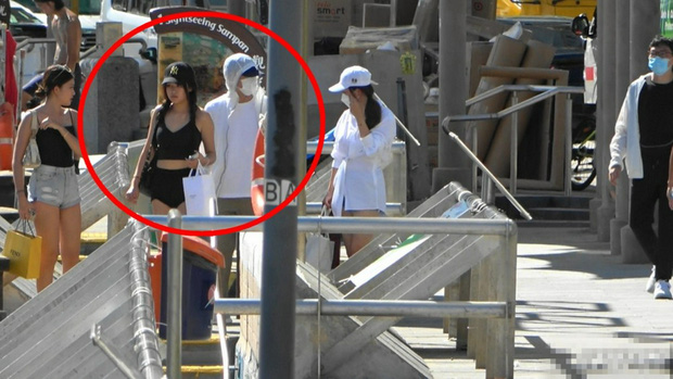 HOT- Stephen Chow Spotted Dating A Girlfriend Who Is Only 17 Years Old!! 1