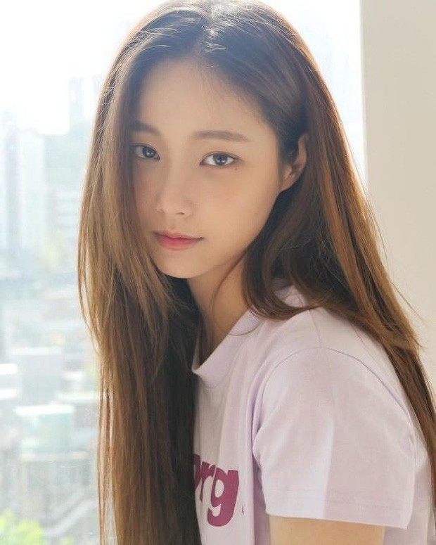 Who is Yeonwoo – The female idol who was denied by Lee Min Ho after Dispatch reported that he was dating her? 3