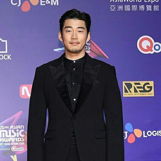 Kbiz this morning :Yoon Kye Sang getting married to his non-celebrity girlfriend,Ji Chang Wook Fully Recovers From COVID-19! 1