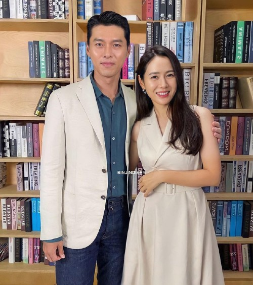 """Social media """"exploded"""" because of the photo of Hyun Bin and Son Ye Jin together at the event for the first time after publicly dating!! 1"""