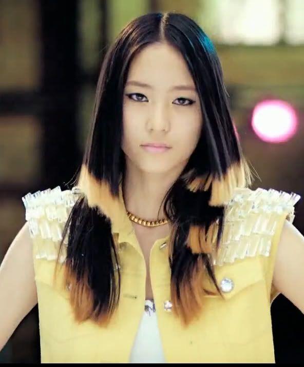 Krystal's Uneven stripes hairstylr