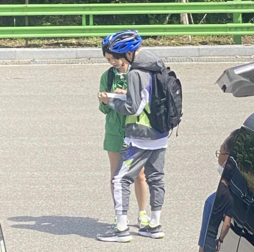 Chae Soo Bin And Kang Daniel Spotted Dating with Sportswear In Seoul? 2