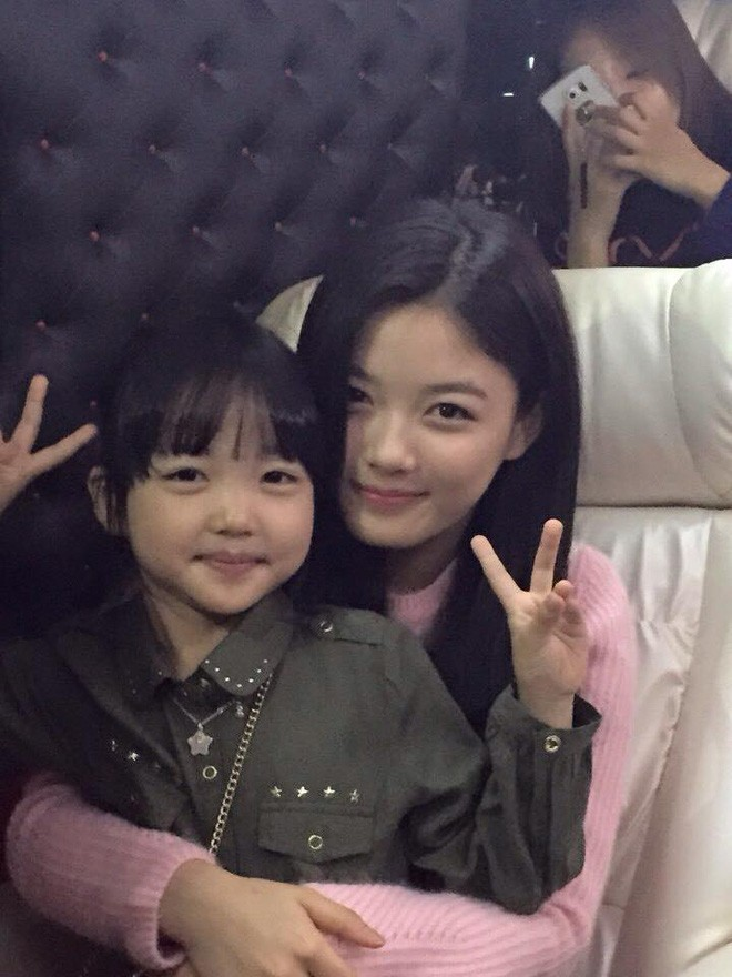 Kim Yoo Jung also loves this little girl very much!