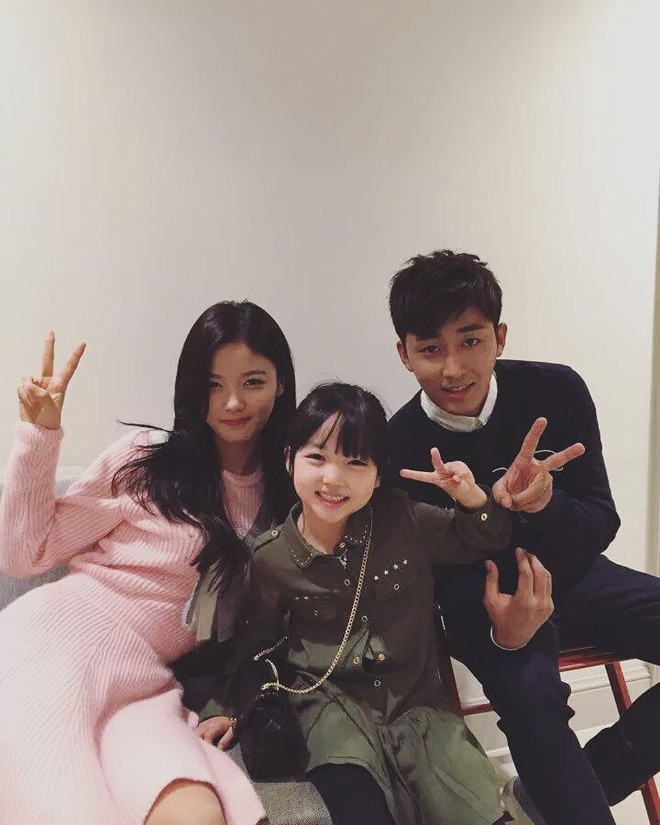 Little Yoo Ri and the two main actors of Circle of Atonement!