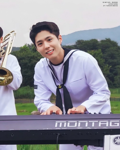 Park Bo Gum appeared as a navy soldier playing the piano, making fans fall in love with being so handsome. 1