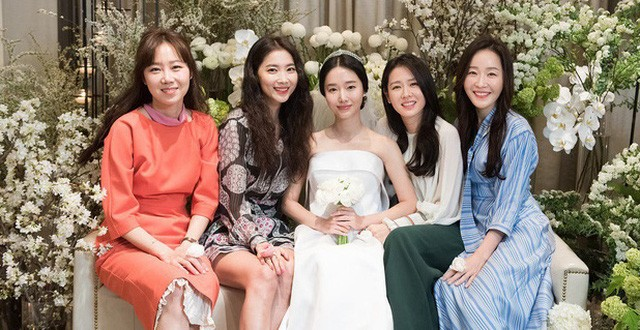 Revealing the 20-year close friendship team: Gathering 5 A-list stars including Son Ye Jin, Gong Hyo Jin, Lee Min Jung, Lee Jung Hyun, Um Ji Won. 3