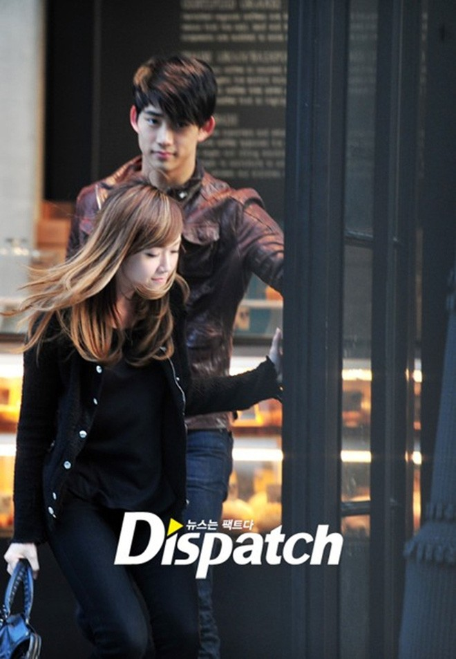 Taecyeon's different attitude when going with his real girlfriend and when going with his rumored girlfriend that Dispatch revealed ! 5