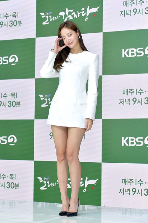 MOMOLAND Yeonwoo appeared for the first time after dating rumors of Lee Min Ho, showing off her long legs! 2