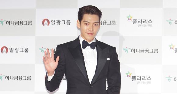 Netizens think that Shin Min Ah's boyfriend Kim Woo Bin was ignored by the god of time!!!! 3